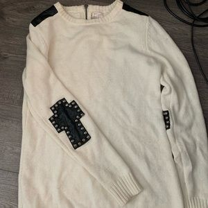 White crew neck sweater with details